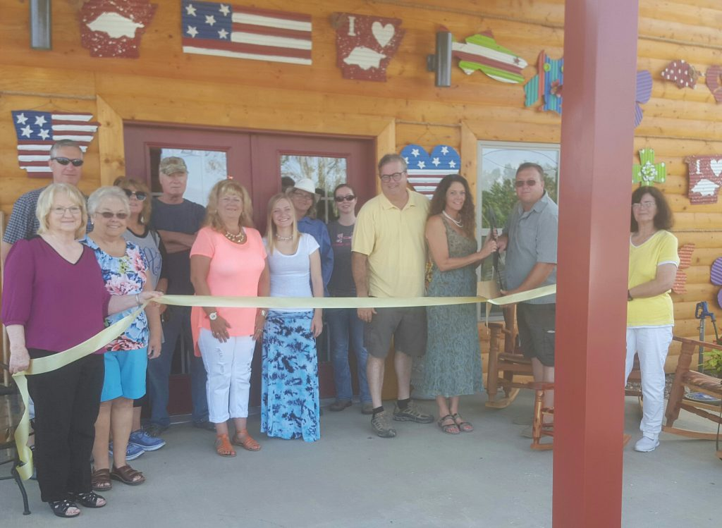 Greers Ferry Area Chamber of Commerce held a ribbon cutting a Souvenir Xtraordinaire on Saturday. Owner, Heather Garrett, husband Jon, entrepreneur, Mary Lewis, Mayor John Carlton along with family and friends.